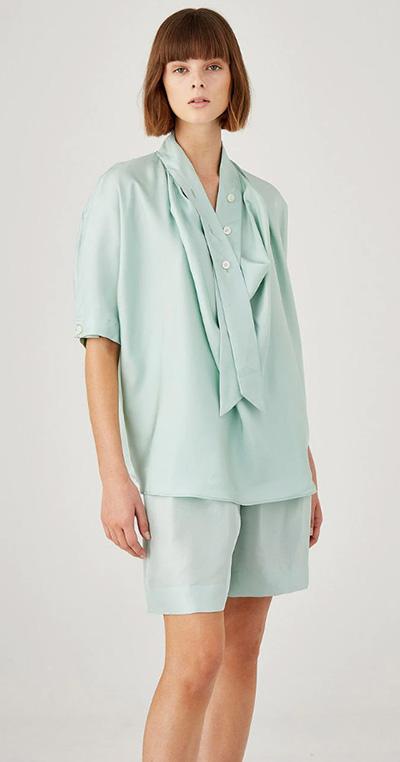 Chemise à manches courtes en soie à col roulé Oroton